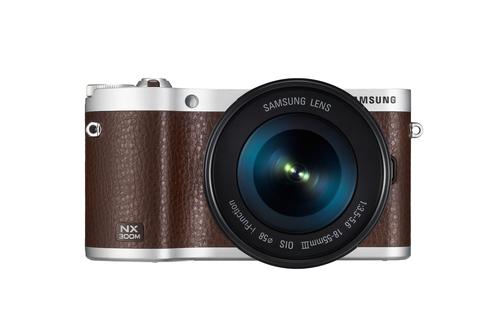 Samsung NX NX300M + 18-55 OIS i-Function + SEF-8A (Braun)